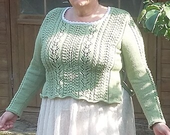 Knitted sweater with lace pattern and split in the sides