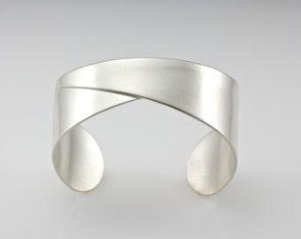 Sterling Silber Armreif - Silber Manschette - gefaltet Manschette Armband - Origami - Handwerker Armreif - Bestelloptionen
