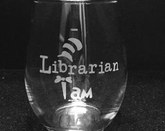 Librarian etched wine glass ~ Librarian gift ~ Custom etched wine glass for Librarian ~ Back to school wine glass ~ Persoanlized wine glass