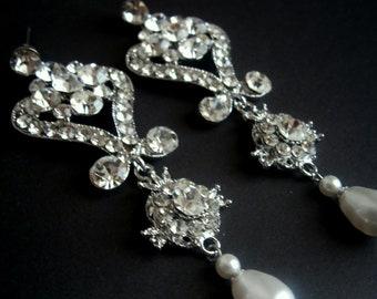 Fleur de mariage Vintage classique boucles d'oreilles Chandelier mariée et Scroill avec des boucles d'oreilles mariées perles et de cristaux