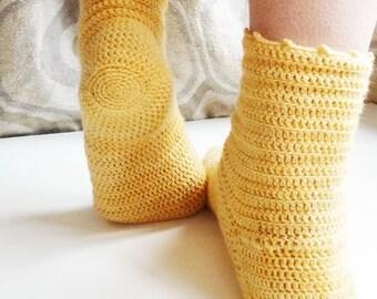 Marguerite socks - PDF pattern to crochet socks for women (and older children)