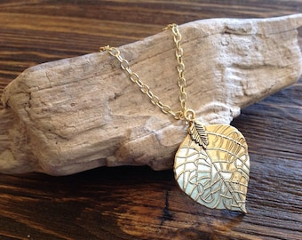 Long gold necklace with leaf pendant, gold leaf pendant, long necklace, boho style, boho jewelry, long, layerable necklace