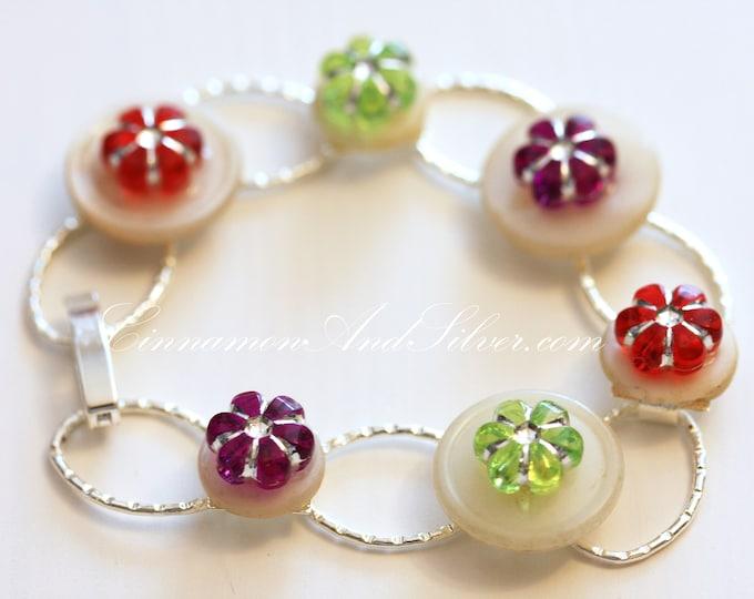 Colorful Boho Flower and Button Link Bracelet, Upcycled Vintage Button and Flower Bracelet, Colorful White Button and Flower Link Bracelet