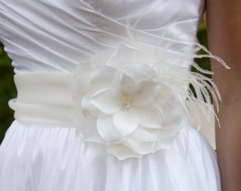 Ivory bridal flower with feathers, pearls, Swarovski Crystals or rhinestones - CHICAGO no.33