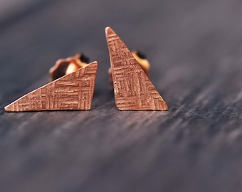 14K rose gold vermeil triangle crosshatched stud earrings
