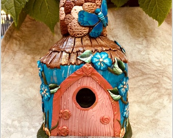 Fairy House Thatched Roof Stone Chimney HDD00673