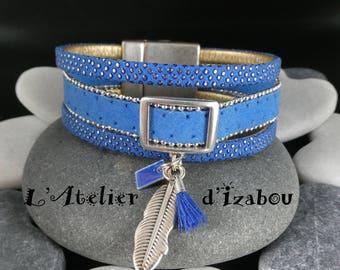 Bracelet multirangs large, bleu roi, cuir et daim bordé d'une chaîne, breloques