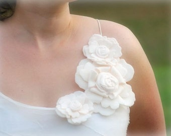 Ivory / White Bridal Applique Corsage (Set 4 individual flowers). Summer Autumn Bride Bridesmaid Party, Gown Dress Pin, Couture Bunch Floral