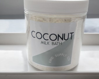 Coconut Milk Bath Soak with Colloidal Oatmeal for Soft and Hydrated Skin