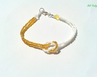 Cross bracelet seed beads white and gold