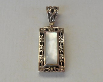 Balinese Sterling Silver Mother of Pearl Pendant / silver 925 & Nacre / Bali handmade jewelry / (#132m)