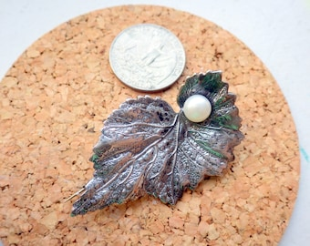 FIne Sterling Silver Leaf/Pearl Brooch Pin - Striking Design.
