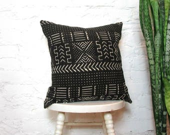 Black and White Mudcloth Pillow Cover / African Mud Cloth Bogolanfini Geometric Cotton Linen Neutral Decor Organic Statement Global Bedding
