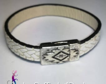 Bracelet made of white leather with ethnic style silver plated magnetic clasp