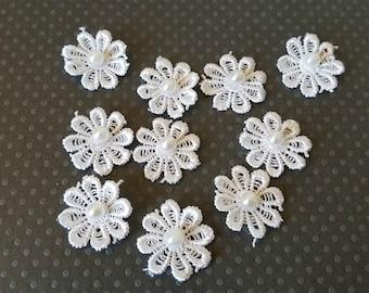 """Venise Flower Appliques. Small White Flower Appliques. 7/8"""". Set of 10."""
