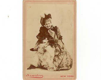 Happy smiling actress cabinet card photo