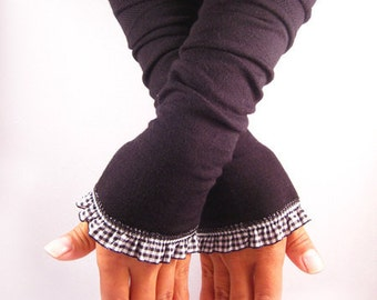 Arm warmers, fingerless gloves in black with Plaid ruffle