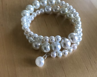 Pearl beaded bracelet with vintage pearl button dangle