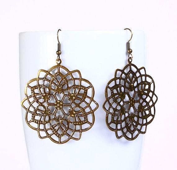 Antique brass  flower drop earrings (534)
