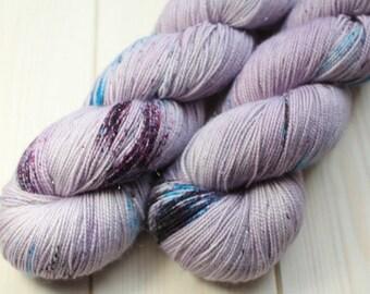Skein hand dyed superwash Merino, Nylon and Stellina - Fingering - (5/20/75) - 100 g / 400 m - Unik purple/blue