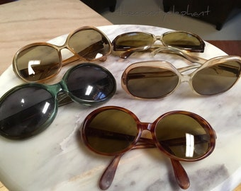 Vintage Lot of 5 Fab Retro Sunglasses