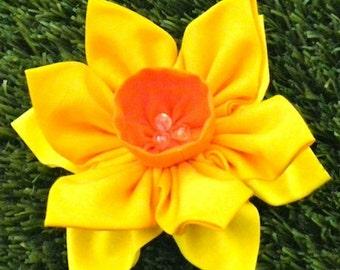 Fabric Flower Pin Brooch Daffodil Pattern PDF Pattern Tutorial Kanzashi Flowers Headbands Hair Clip Bouquet Embellishments Wedding La Todera
