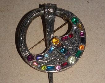 Vintage Sold'or Britain Pennanular Celtic Rhinestone Antique Brass Brooch Pin