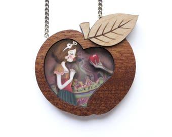 Snow White Necklace. LaliBlue