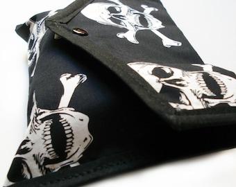 Skull and crossbones pouch - snap closure - Kezbirdie