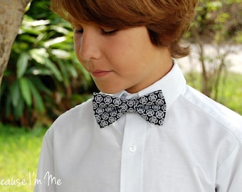 Boys black cotton bow tie - boys black white medallion bowtie - infant baby child toddler preteen kid boy bow tie - boys wedding bow tie
