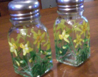 Daffodil Spring Flower Salt and Pepper Shakers Painted Glass Salt & Pepper Shakers by Lisa Hayward