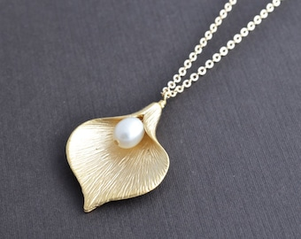 Calla necklace, Pearl necklace, Gold necklace, Wedding necklace, Bridal jewelry, Anniversary gift, Flower necklace,Valentines gift