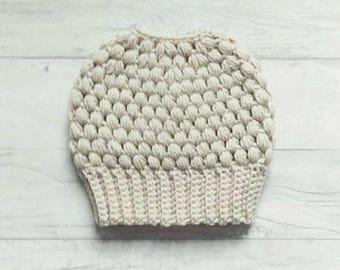 Messy bun beanie, messy bun hat, ponytail beanie, ponytail hat, crochet hat, beanie, Parchment, beige, crochet beanie