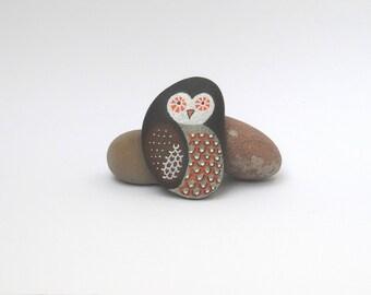 Painted pebbles, pebble art, hand painted rocks, painted stones - Owl