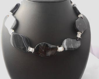 Necklace agate black petal 38 x 24 mm + glass beads white cube 5 x 5 mm