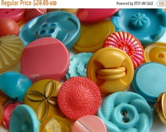 ONSALE 3 Dozen Plus Antique Buttons Vintage Glass Buttons Button Jewelry Collection Lot N0 31
