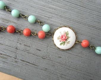 Korallen und Minze-Glasperlen mit Blumen Cameo-Auftritt lange Halskette total 30inchs Größe verstellbar