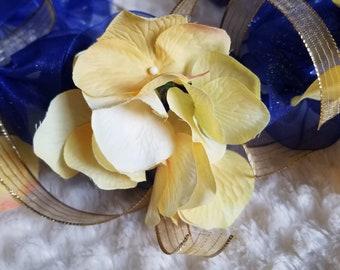 Graduation Lei: Ribbon lei with silk flowers