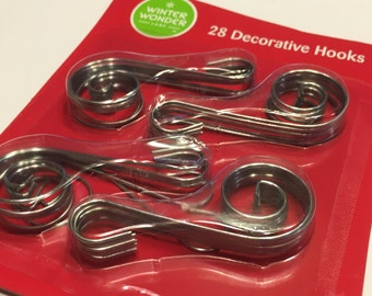 28 metal fancy ornament hooks, 40 mm (JJ)
