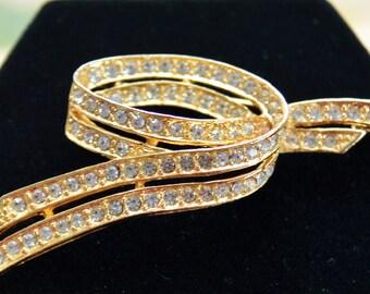 Pretty Vintage Rhinestone Swirl Brooch, Gold tone (M8)