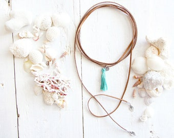 Veracruz necklace, chocker style, brown suede cord, turquoise pompon, leaf charm, beach style, summer jewel, for women