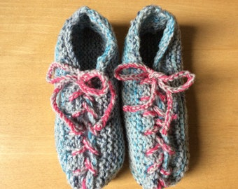 Slippers with laces and point lace