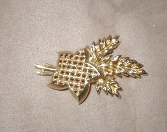 Vintage signed LISNER Brooch Pin