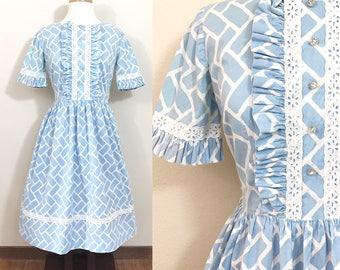 1950s Vintage Dress / vintage 50s dress / Cotton / Rhinestone buttons / Ruffles / VOLUP