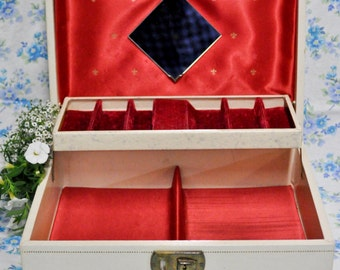 Cream Jewelry Box With Red Lining!