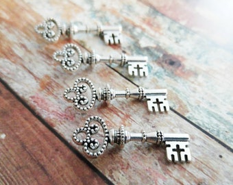 Silver Skeleton Keys Wholesale Keys Skeleton Key Pendants Trinity Pendants Trinity Keys Steampunk Keys Key Charms 10 pieces