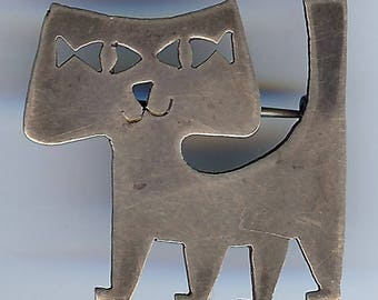 CUTEST VINTAGE artisan sterling silver with cut out fish eyes CAT pin brooch