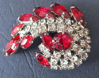 Wonderful 1940's red and clear diamente curled brooch