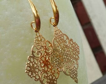 Delicate mandala earrings, gold, mandala earrings, mandala earring, Boho jewelry, Boho style, earrings Boho gold, Earrings gold Oriental