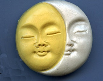 "Polymer Yellow and Pearl    1 1/2"" Sun and Moon Face Cab SMYP3"